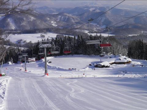 pohľad na lyžiarske stredisko
